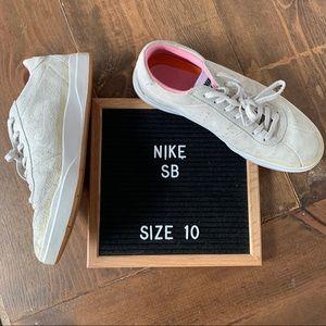Quartersnacks x Nike SB Bruin Hyperfeel